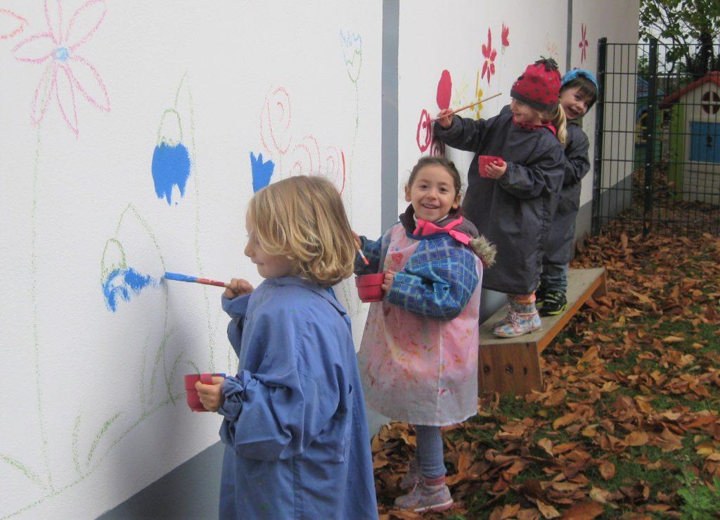 Wandmaler beim Malen